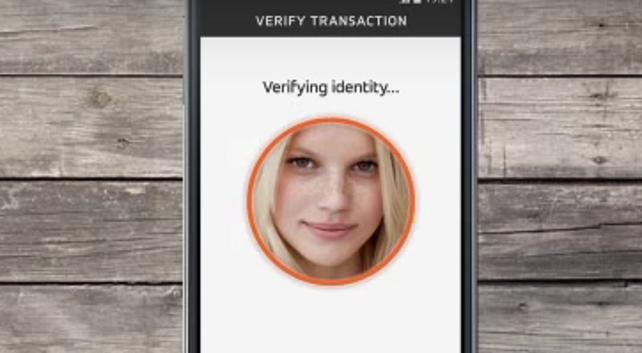 Mastercard, per i pagamenti ora basta un selfie